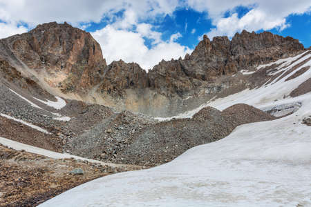 Mountain landscape view in Kyrgyzstan. Rocks, snow and stones in mountain valley view. Mountain panorama. Kyrgyz Alatoo mountains, Tian-Shan, Ala-archa, Kyrgyzstan. Archivio Fotografico - 155358953