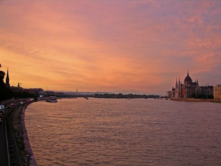 Sunset over the Danube (Budapest) Stock Photo - 2850846