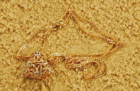 joyas de oro: chainlets est�n en oro amarillo arena