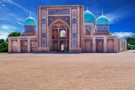 타슈켄트 (우즈베키스탄)에있는 Khazrat-Imom 단지의 전망.