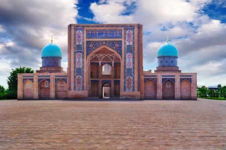 Vue d'un complexe de Khazrat-Imom à Tachkent (Ouzbékistan). Banque d'images - 8893671