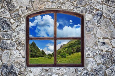 배경으로 창 돌 벽