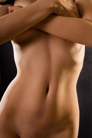 corps femme nue: le corps nu des femmes sur un fond noir Banque d'images