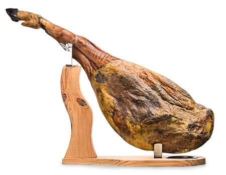 세라노 햄의 전면 다리는 흰색 배경에 나무 스탠드에 매핑 스톡 콘텐츠