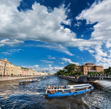 ST. PETERSBURG, RUSSIA - JULY 16, 2016: The picturesque promenade with heavy boat traffic, St. Petersburg, Russia Publikacyjne