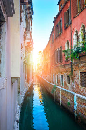 Venice, Italy - Sep 30, 2018: The picturesque narrow canal and the ancient architecture of Venice Éditoriale