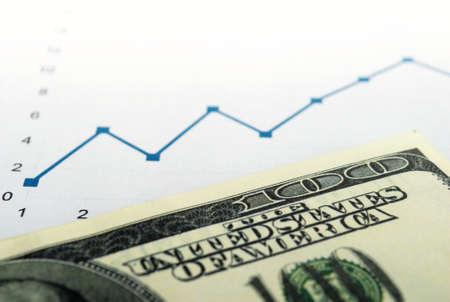 dolar: Dólares americanos y el horario de la línea azul en la tabla Foto de archivo