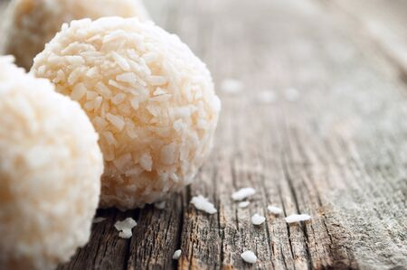 coconut sugar: round candy sprinkle coconut on the board