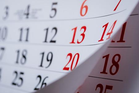 Monat in einem Kalender angesehene in einem schiefen Winkel mit selektiven Fokus auf die Daten und Zahlen Standard-Bild - 32607437