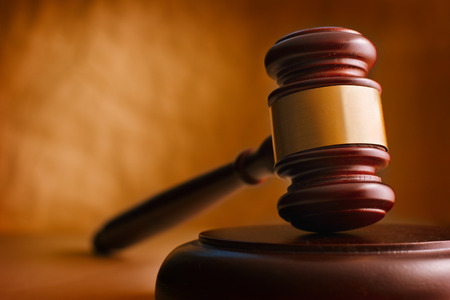 gerechtigkeit: Hammer enger. Konzeptionelle Bild von Recht und Gerechtigkeit.