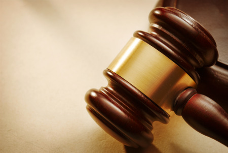 justicia: Mazo de cerca. Imagen conceptual de la ley y la justicia.