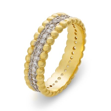 circumference: Single golden bracelet with diamonds around the entire circumference on a white background