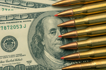combat bullets from the army machine macro on the banknotes of $ 100. The concept and symbol of a strong army defense of the country Imagens