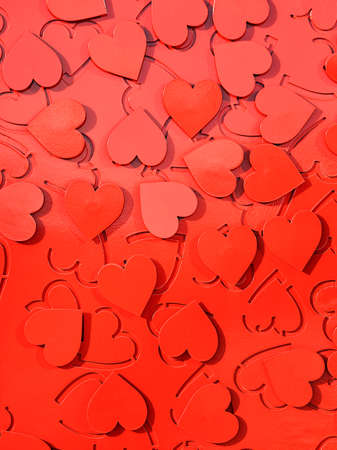 Red metal hearts in sunlight, installation of the symbol of love. 免版税图像
