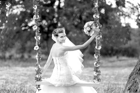 black-n-white portrait   bride  photo