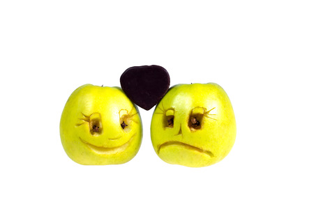 hipocresía: Happy and sad emoticons apples keep candy in the shape of a heart. Feelings, attitudes and emotions.
