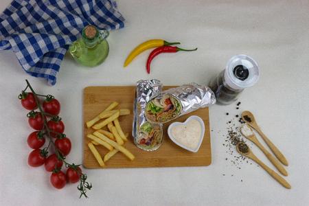 Kebab with tomato on white background Фото со стока - 121392179