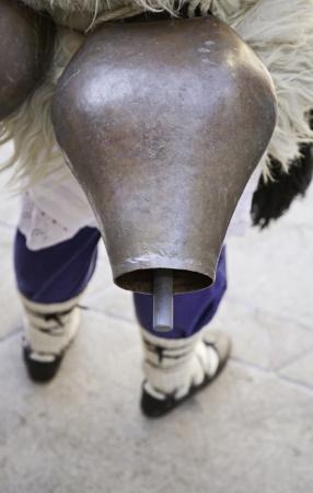 ancient tradition: Cencerro de vaca vieja, detalle de la antigua tradici�n en el Pa�s Vasco en Espa�a, metal cencerro