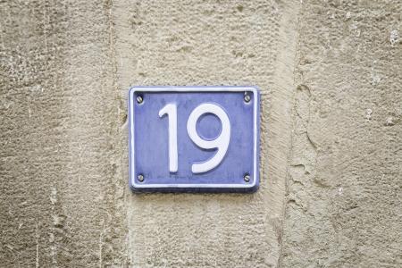 19 詳細番号 deiecinueve、クエン酸、テキスト、信号と金属板の数します。