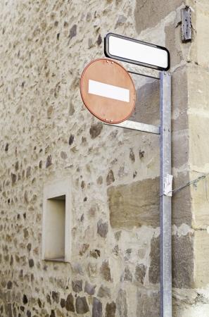 prohibido el paso: Ninguna muestra de violaci�n, detalle de un cartel en un muro de la circulaci�n en la ciudad, la informaci�n