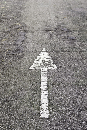 Arrow direction on asphalt, detail of an arrow of indexation on a highway, road information 스톡 콘텐츠