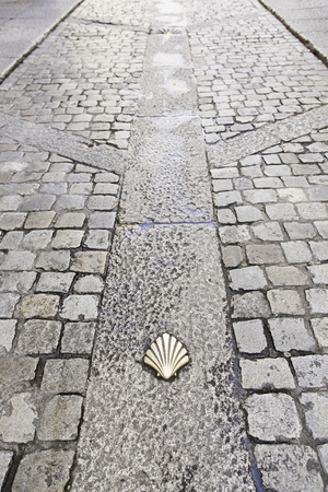 Scallop shell on the floor, detail signal for pilgrims to Santiago 스톡 콘텐츠