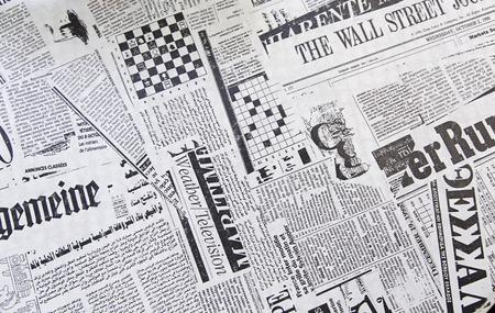 oude krant: Wereld kranten, detail van kranten met nieuws, informatie en lezen