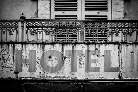 Sign of a broken and abandoned hotel, detail of an old information, crisis and ruin 스톡 콘텐츠