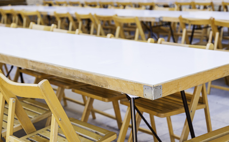 comedor escolar: Big table with chairs for a celebration, detail of place for outdoor eating