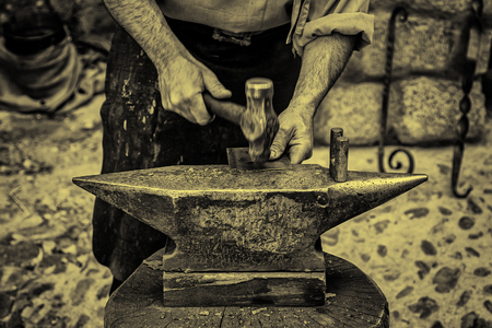 Hammer and anvil, detail of a forge, metal herramienas Stock Photo