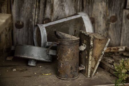 Old rusty oilcan, old tool detail 版權商用圖片