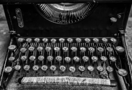 Old typewriter, detail of old writing instrument, keys 版權商用圖片 - 132995272