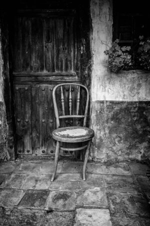 Old abandoned wooden chair, detail of ruin and loneliness Stock fotó