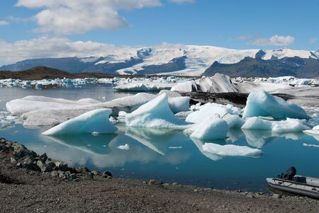 extreme landscape of the lake jokulsarlon  in Iceland 스톡 콘텐츠