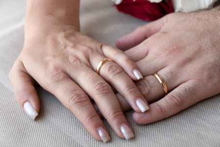 wedding ring hands: hands with rings and marriage