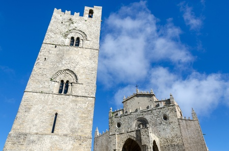 church with bell tower in Erice in Sicily 版權商用圖片