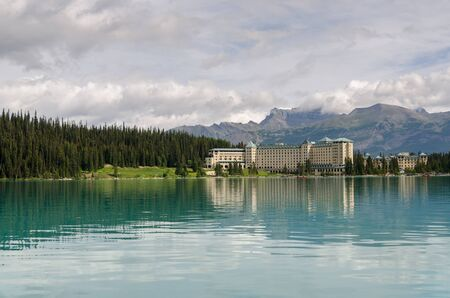 reflections on Lake Louise in Canada 版權商用圖片 - 36364396