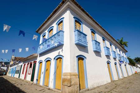 case colorate: case colorate di Paraty in Brasile Archivio Fotografico