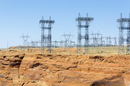 torres el�ctricas: torres de alta tensi�n de la corriente en P�gina en Utah