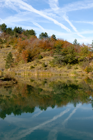 Bocco lake on the Bocco pass in the autumn season in Liguria in Italy 免版税图像