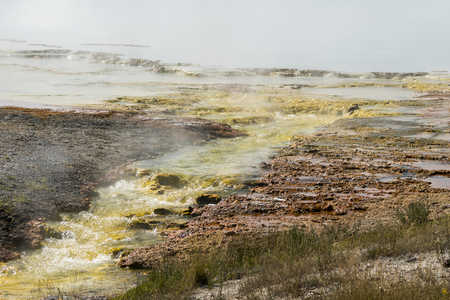 Geysers in the Firehole canyon drive in Yellowstone National Park in Wyoming 免版税图像