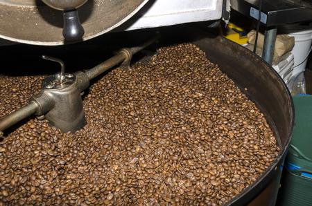 Procedimientos de tostado de café en una cafetería en Granville Vancouver, Canadá