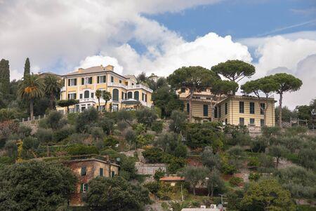 paesaggi, case e ville sulla costa di Portofino a Genova in Italia