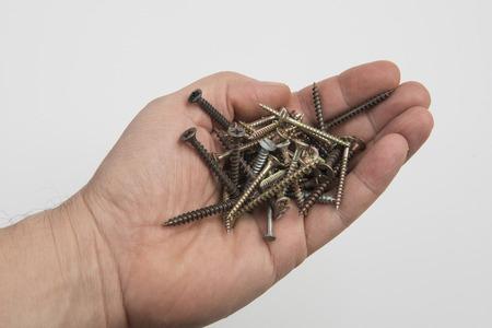 tornillos: tornillos en la mano