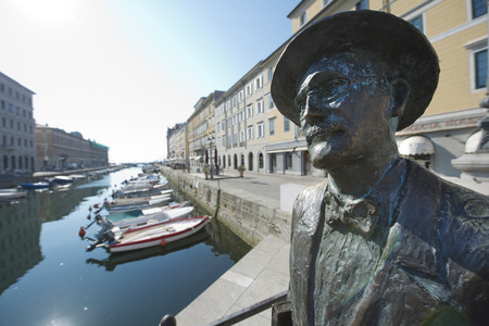 Statue of James Joyce in Trieste, Italy 스톡 콘텐츠