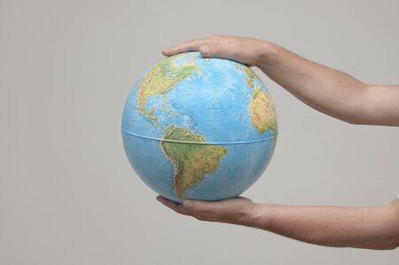el mundo en tus manos: El mundo en sus manos