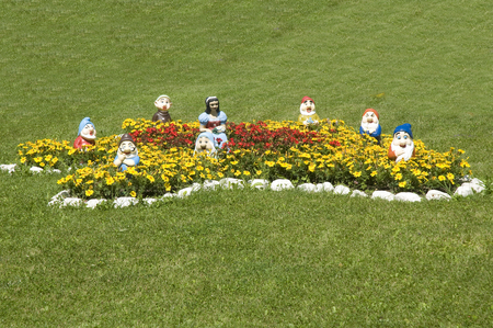 seven dwarfs: statues of Snow White and the Seven Dwarfs
