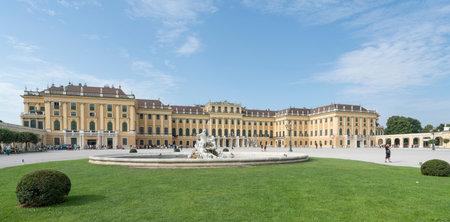 schloss schonbrunn: A view of the Schonbrunn Palace in Vienna Editorial