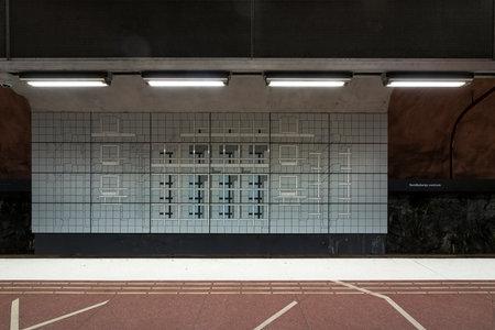 Stockholm, Schweden. September 2019. Ein Blick auf die Dekorationen der Bahnsteige der Metrostation Sundbybergs Centrum