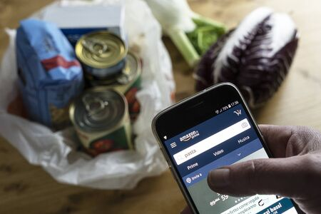 Grocery shopping online using the Amazon App during the Italian medical quarantine